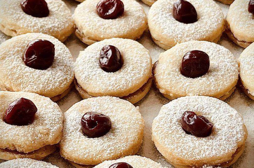 Коледни сладки с пияни вишни